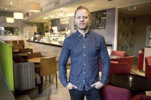 Daniel Sandström, som bland annat driver Wayne's coffee och Apa i Sundsvall, är årets franchisetagare i Sverige.
