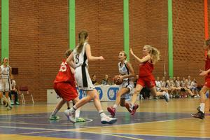 Isabelle Aronsson driver mot korgen mot Djursholm.