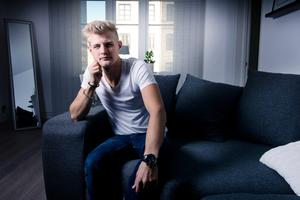 Marcus Ericsson hemma i nya lägenheten i centrala Örebro.