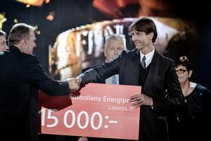 Latorps IF tar emot Fotbollens Energipris vid Fotbollsgalan 2014 i Globen