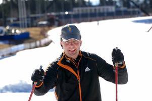 Nöjd. Skidspelens tävlingschef Tomas Jons provkörde banorna, och kunde konstatera att förhållandena är mycket bra dagarna före den stora skidfesten.