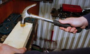 Jobb som snickare är ett av komplementen i Magnus Olssons företag.