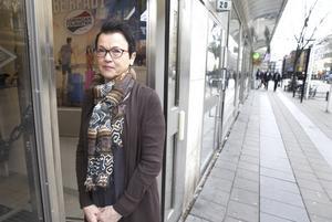 Larisa Hedström, butiksägare på Cityväskan, tycker att det är tråkigt med tomma butiker i centrum.
