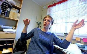 Diana Wohlberg sitter för det mesta och arbetar vid datorn men ibland är hon ute på fältet. Hon gör 3D-modeller i datorn som hon sedan sätter i maskinerna som har gps. Foto: Johnny Fredborg