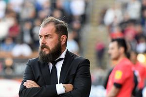 ÖSK-tränaren Alexander Axén har snackat med Astrit Ajdarevic, som spelat i samma klubb som  provspelande Mbombo.