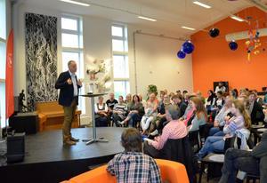 Ett 70-tal åhörare hade slutit upp för att höra Jonas Sjöstedt (V) tala.