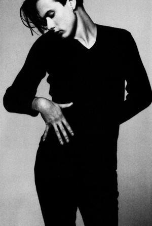 Steven Meisels bilder på den  brittiske popstjärnan Brett Anderson i Vouge 1993 pryder omslaget till Modernistas utgåva av