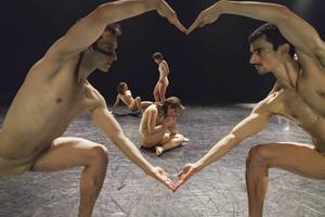 Norrdans firade 20 år med flera högklassiga produktioner. Här Black Fairytala #2 av Yossi Berg och Oded Graf.