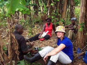 """I fyra månader bodde och jobbade de som volontärer på en majsodling i Ghana. """"Vi höll på till ett på dagen, sedan blev det för varmt för att vara utomhus"""", berättar Therese Jonsson. Foto: Privat"""