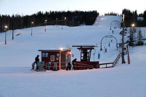 Serveringen ligger alldeles intill slalombacken i Edsbyn.