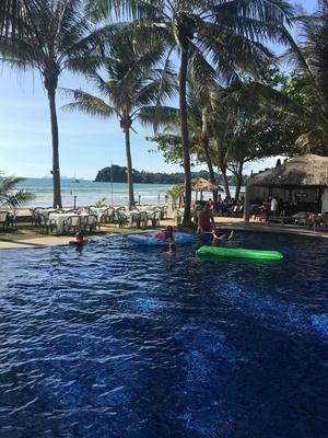 Här, med poolen ett stenkast från havet, bodde familjen Jonsson/Benerfalk på Koh Lanta.