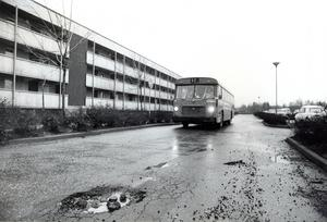 Buss nummer 12 vid Bjurhovda 3 december 1975.