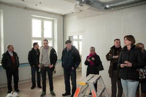 Kommunstyrelsen fick en rundvandring på Perslundaskolan.