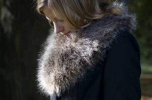 Pälsdetaljer på jackor orsakar ett ofattbart lidande för de djur som jagas på de mest grymma sätt, skriver Susanne Thörnqvist som är medlem i Djurens Rätt.