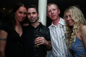Blue Moon Bar. Sofia, Micke, Micke och Maline