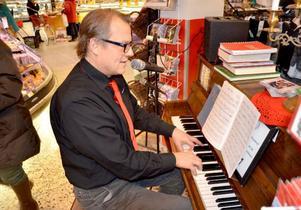 Kurt Johnsson har stor erfarenhet som musiker. Han har spelat i dansband och även legat etta på P4-toppen.