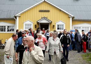 Förra året valde protesterna in till kommunen från boende på Norrlandet som protesterade mot VA-anslutningen. I höst kommer den nya utredningen att presenteras. Bilden togs i samband med ett av de informationsmöten om utbyggnaden som hölls 2010.