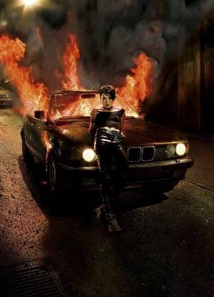 """Filmhjälten Lisbeth Salander har blivit stilikon i Frankrike. Nästa film heter """"Flickan som lekte med elden""""."""