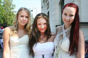 Moa Sandberg, Sarah Lindström och Klara Ekman i klass 9C gjorde sin sista dag på Perslundaskolan på onsdagen.
