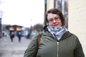 Malin Ekström får en dyrare månadskostnad när priset på månadskortet höjd med 40 kronor.
