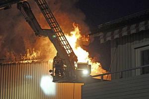 Natten mot torsdagen 19 maj bröt en våldsam brand ut i Lillsjön.