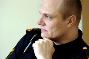 Biträdande närpolischef John Köhler vill ha in tips från allmänheten.