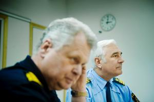 Länspolismästaren Kalle Wallin och polisens informationschef Torbjörn Carlson.