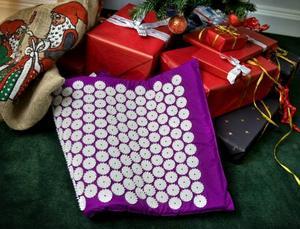 VÄRDELÖS? I genomsnitt förlorar julklappar 10–30 procent av sitt värde. Spikmattan kanske lite mer.