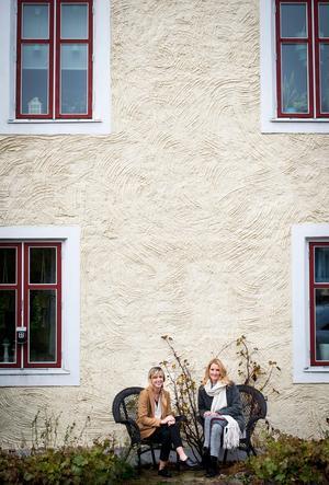 Eva-Lena Rylander och Jannice Thelander har följts åt i livet. Sedan i våras är de båda delägare och driver företaget Tistel av Evalena tillsammans.