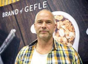 Kenneth Wallström var underhållschef på Läkerol och var med och monterade ner fabriken. Nu har han startat ny godistillverkning i Gävle.