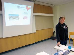 Marika Henriksson från Friskhuset informerar.