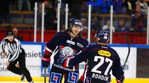 Erik Lindhagen, c.I fjol: Värvades som en toppspelare, men lyckades inte bidra offensivt.Nu: Inledde klubblös, gick sedan till Timrå som trots ett ungt la nått playoff till SHL.