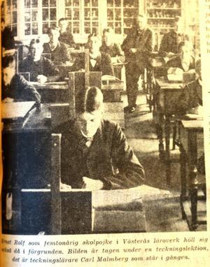 Tjejerna i klassen var mer intressanta än läxor. Ernst Rolf var omtyckt bland flickorna i skolan.