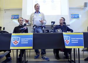 Leif R Carlsson under pressträffen om en svensk KHL satsning i slutet av april. Uppgifter gör nu gällande att det inte blir något Crowns i KHL.