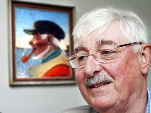 Fiskarn har Lars-Erik Nordin kallats under alla sina 44 år som polis. Och självklart pryds hans arbetsrum av den legendariska tavlan av en fiskare med pipan i mun.