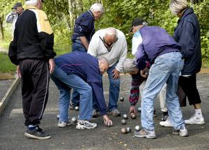 Egna klot. Var och en tar med sig sina egna bouleklot. Det gäller att kunna skilja dem åt efter varje runda.