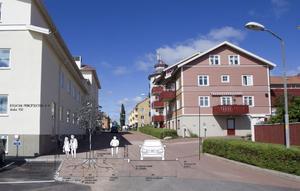 Bygatan vid kommunhuset får helt ny skepnad i slutet av sommaren. Konsultföretaget Sweco har gjort ritningen som är infälld i bilden.