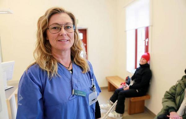 När det handlar om röntgen eller skador som kräver annan vård skickar vi patienterna till Fjällhälsan i Hede eller Östersunds sjukhus, säger Lena Folkesson, sjuksköterska på Skalet.