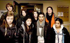Möte i sista stund. I går träffade sju elever från Nynäs Montessoris högstadium kommunalrådet Carina Blank för att vädja om att få behålla varslade lärare. Från vänster Felix Agner, Louise Myhrberg, Fanny Hansen, Jenny Trinh, Fanny Frykman, Filip Regnander, Carina Blank (S) och Sofia Lindqvist.