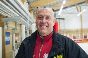 Tränare Jörgen Paalanen hoppas på mer drag kring hockeyn i Sveg.