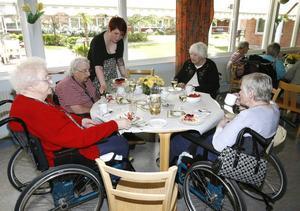 Omkring 40 av de 50 boende på servicehuset deltog i festligheterna.