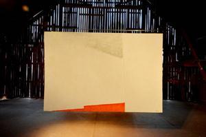 Gert Amanius målningar är stora, fysiska och intar logen.