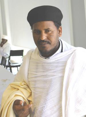Fader Afewerki som leder den eritreansk-ortodoxa kyrkan i Sverige.