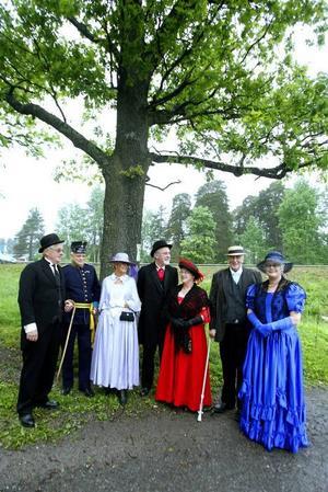 festligt. Björn och Kerstin Sjunning bjöd på maskeradfest.