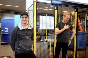 Mikael Kalrot och Jens Bertilsson började jobba med Eximus 2016 i februari. Nu har de kommit ungefär halvvägs.