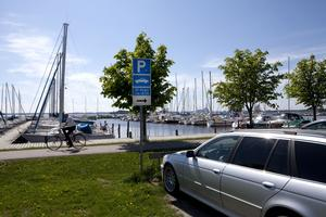 Det kan bli en sjönära vändplats för bussen på Öster Mälarstrand, på en del av dagens parkering.