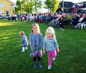 Tullsåstjejen Meya Nilsén med ditresta kompisar diggade loss till Kingen.