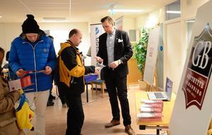Lokala företagare har även ett ansvar gentemot den egna bygden anser Nicklas Salmin som fanns med under rekryteringsdagen med sin rörelse Grythytte bemanning.
