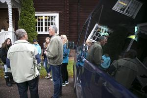 Hans Ängsås och Sixten Andersson, från Envikens PRO, möter de kommande fritidsgårdsungdomarna.