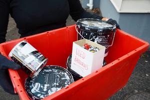 Från och med årsskiftet upphör hämtningen av de röda lådorna för farligt avfall.